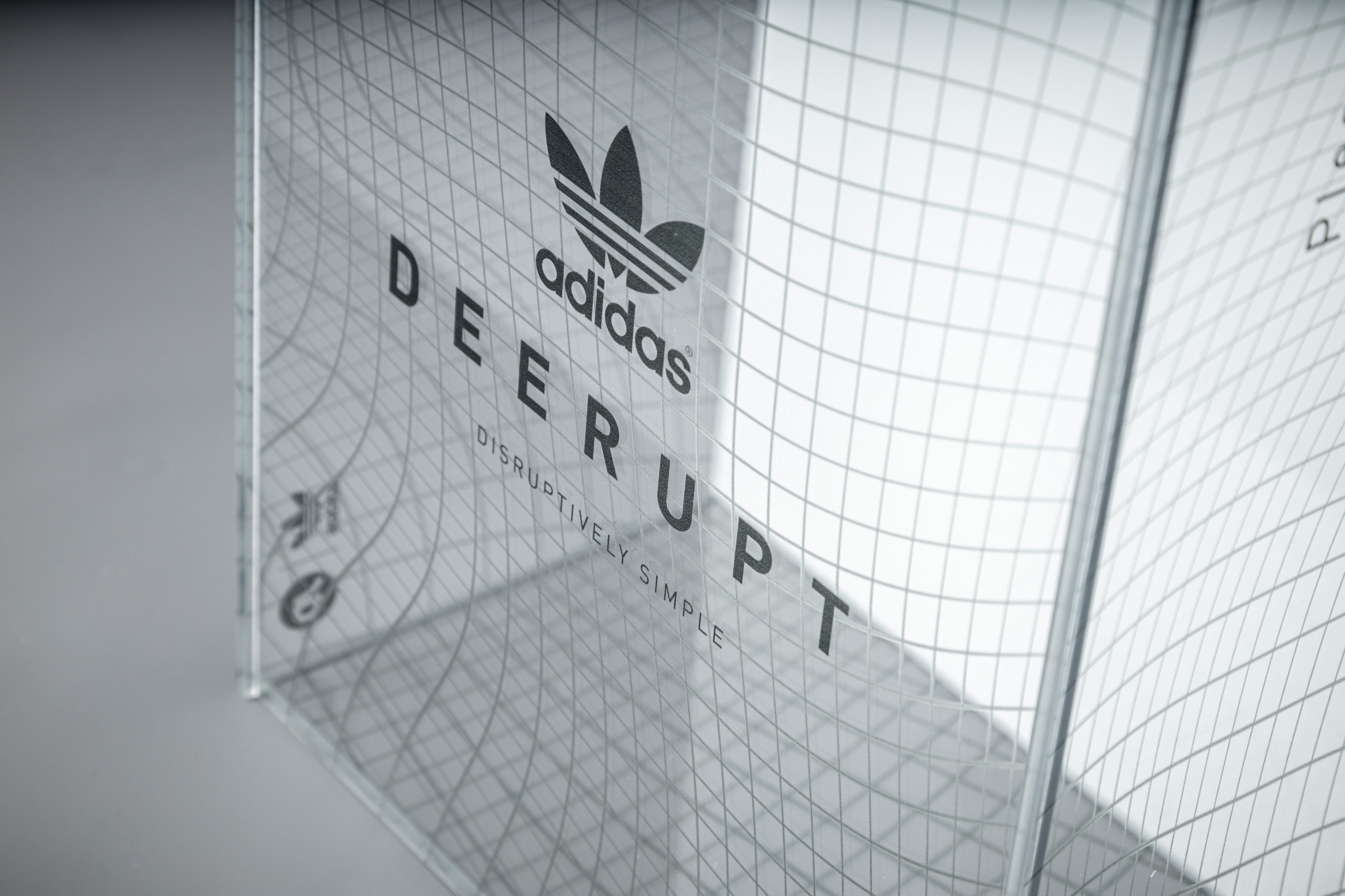 Adidas Deerupt clear box