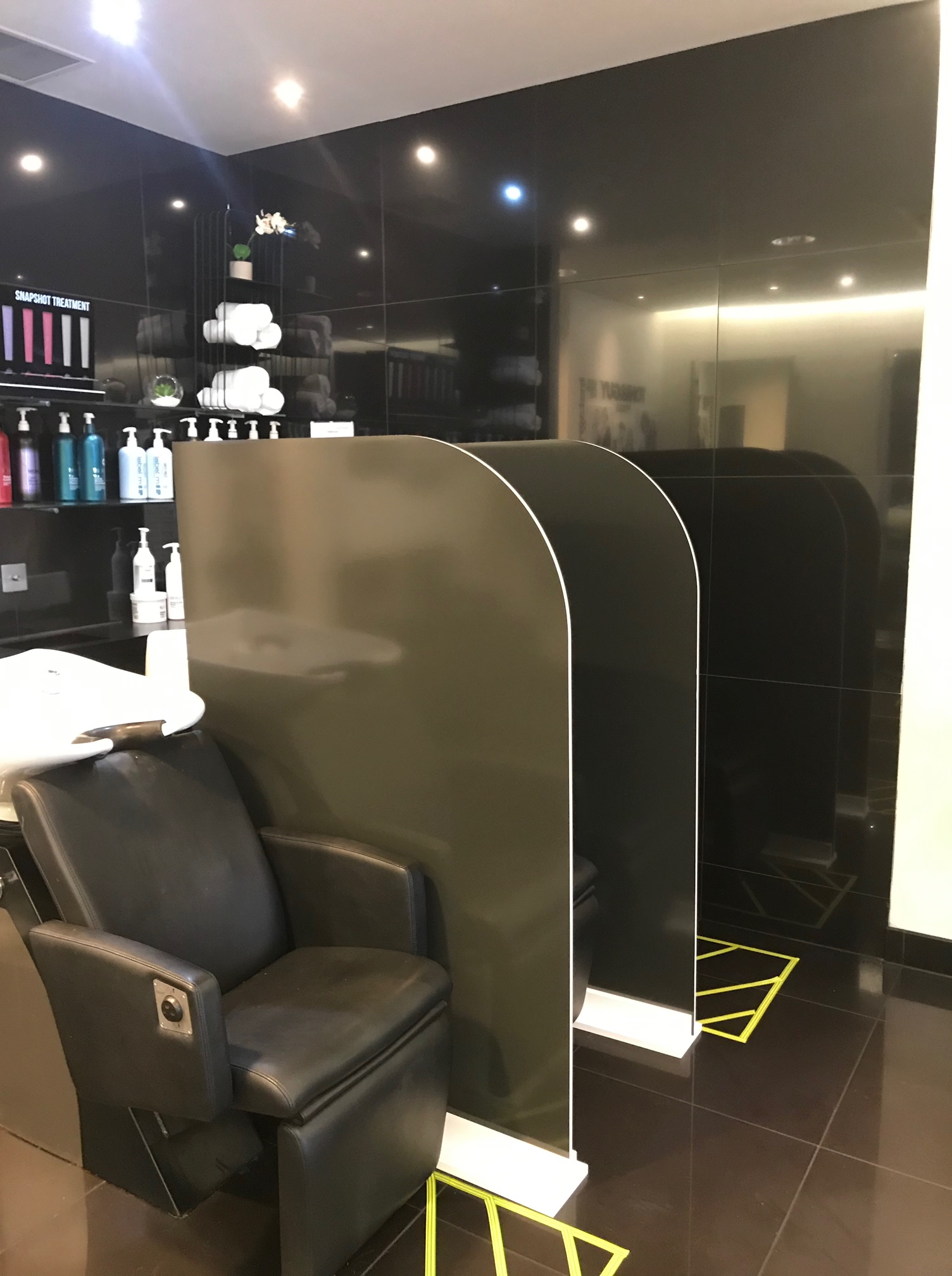 Plastic screens for hairdressers